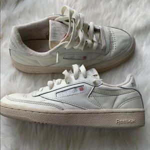 Vintage retro off white Reebok Sneakers